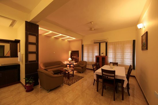 Master Comfort Inn: Drawing Room in One Bedroom Apartment