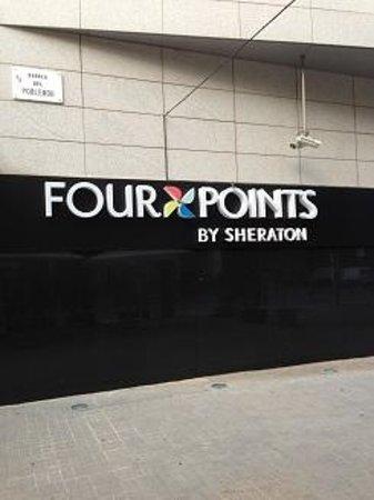 Four Points by Sheraton Barcelona Diagonal: ホテルの外でタバコ吸いましょう。