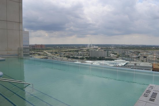 W Dallas Victory Hotel : Poolside and beyond!