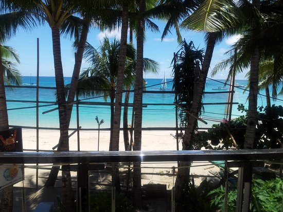 B Pod Hotel Boracay: View from one of the beach facing rooms