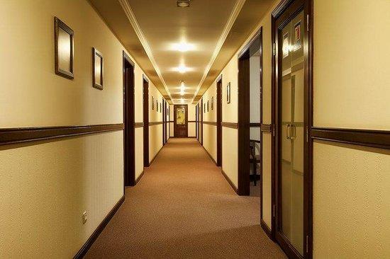 Chichikov Hotel: Hallway