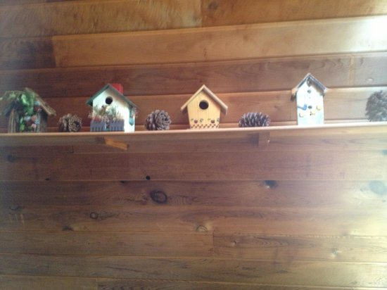 Wolf Lodge RV Campground: collection of bird houses