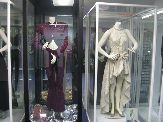 Selena Museum : Clothing designed/worn by Selena.