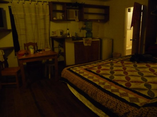 Georphi's Tropical Hideaway: Loved my temporary home..comfortable and safe.
