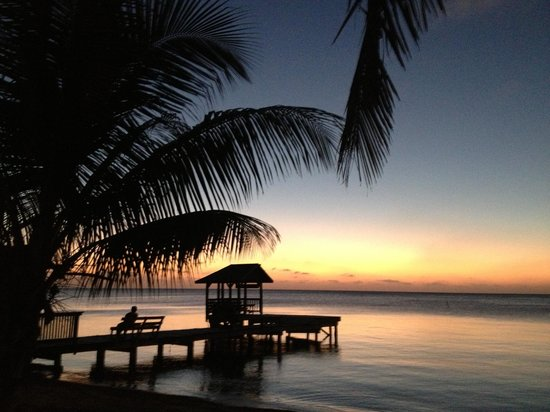 Georphi's Tropical Hideaway: Sunsets nightly...just across the road.  Perfect!