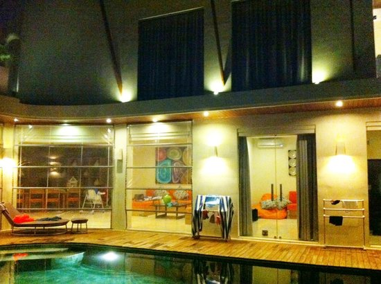 K Villas Seminyak: pic showing plastic roller blinds