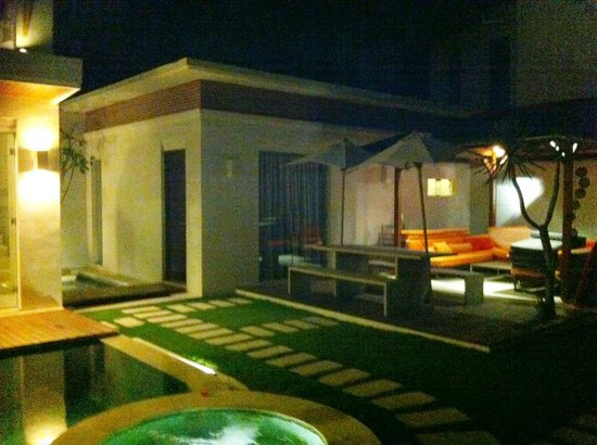 K Villas Seminyak: Room 3 next to outdoor area and pool