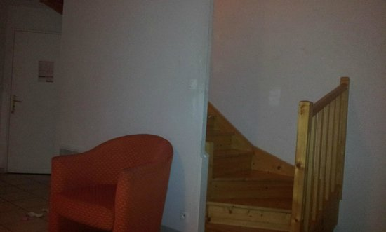 GARDEN & CITY LYON - LISSIEU : Living Room Stairs