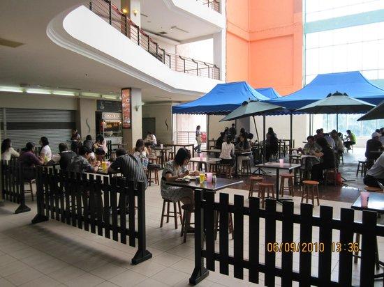 Uncle Chong's Kopitiam: Seating area of Uncle Chong Kopitiam