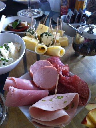 B & B Cologne Filzengraben : cold cut and cheese