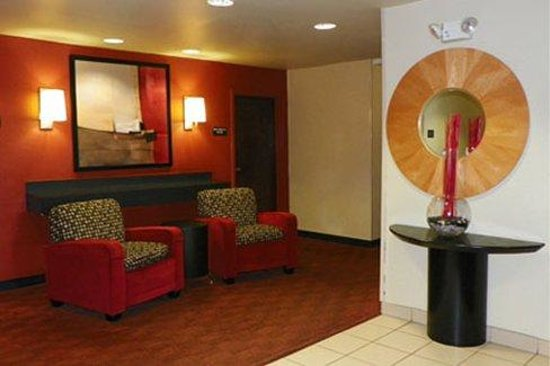 Extended Stay America - Jacksonville - Camp Lejeune: Lobby and Guest Check-in