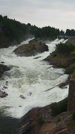 Trollhätte Kanal: Вода заполнила все русло, водопад во всей красе