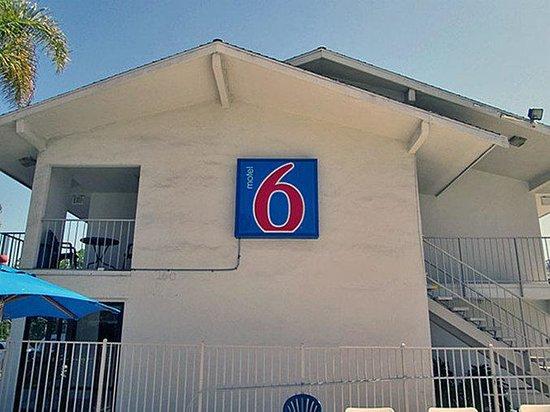 Motel 6 San Ysidro- San Diego- Border : MExterior2