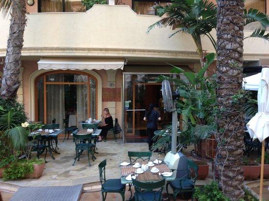 Taste at Fortina Spa Resort: Entrée du restaurant