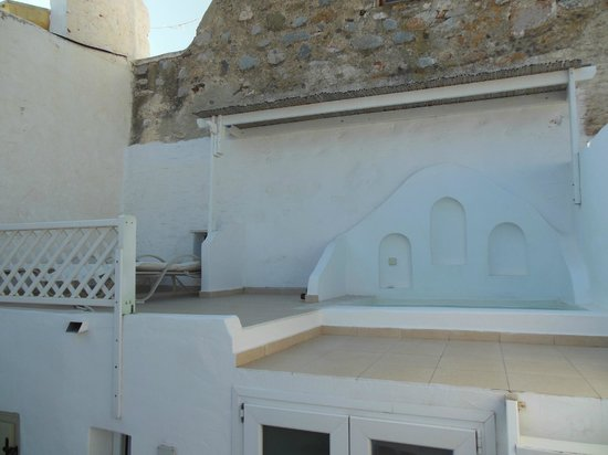 Mariakis Luxury Studios : This is the real jacuzzi