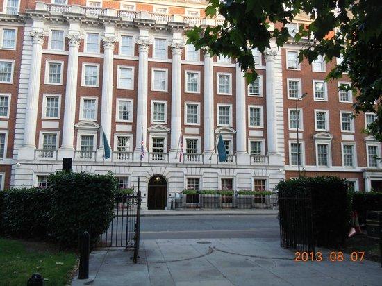 Millennium Hotel London Mayfair : ホテル正面