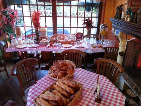 Hotel Restaurant La Taverne des deux Augustins : petit dejeneur