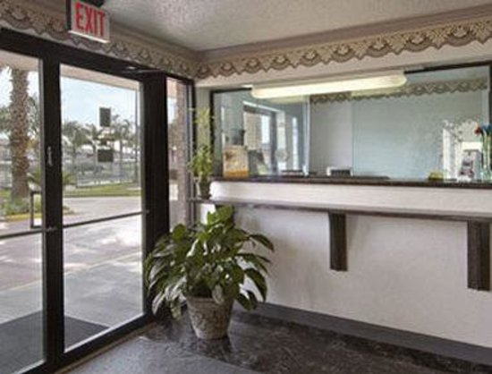 Americas Best Value Inn-Houston/Hobby Airport: Lobby