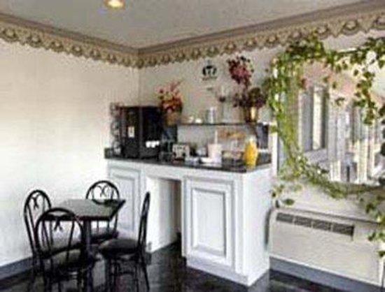 Americas Best Value Inn-Houston/Hobby Airport : Breakfast Area