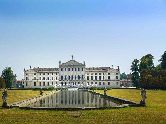 Hotel Padova Casa del Pellegrino : The Villa Pisari, a Palladian Villa outside Padua