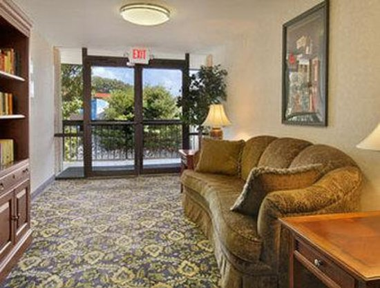 Days Inn Perryville: Library