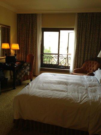 The Palazzo Montecasino: The Bedroom ;)