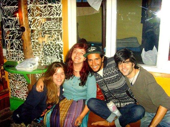 Alobar1000 Hostel : Friends in Alobar1000
