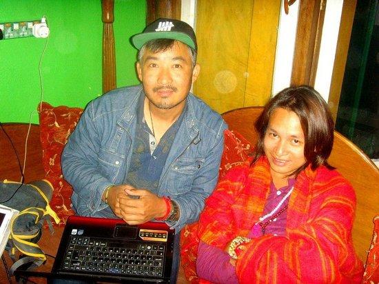 Alobar1000 Hostel : Tashi and a philipino friend