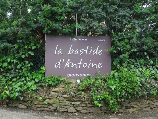 La Bastide d'Antoine : Einfahrt zum Hotel