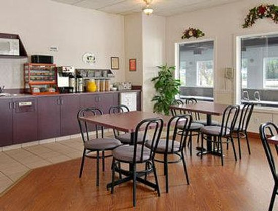 Super 8 Hinton: Breakfast Area