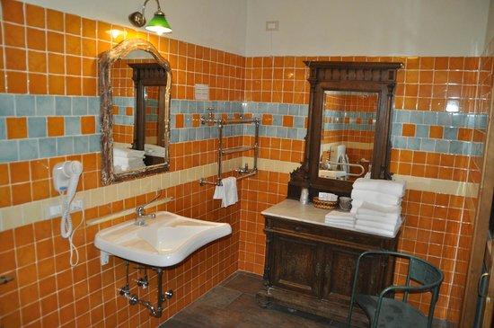 Hotel Azzi - Locanda degli Artisti: bagno