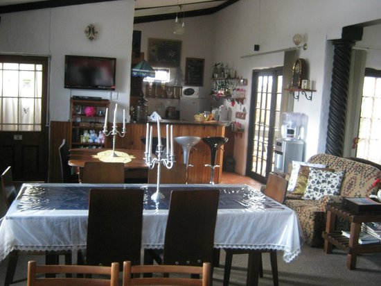 Villa Ocean Crest Guesthouse and B&B : Dinning room and Bar