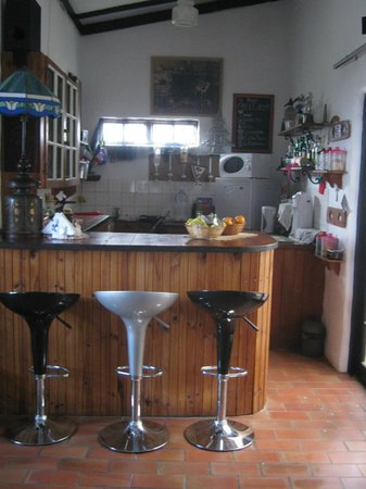 Villa Ocean Crest Guesthouse and B&B : Bar and  24 hour coffee,tea and snack bar with hotdrinks