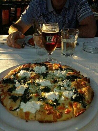 pizza con spinaci - Foto di Pizzeria Ristorante La Terrazza da Hugo ...