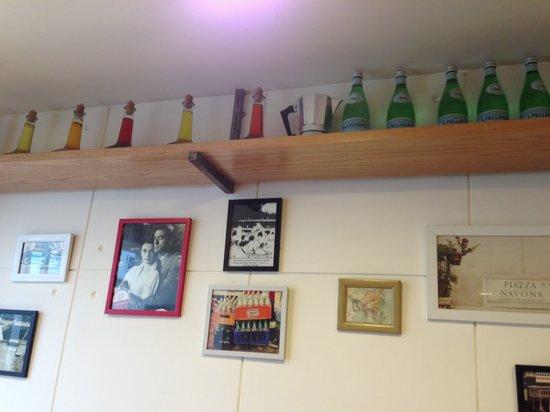 bloomrooms @ Link Rd: restaurant wall