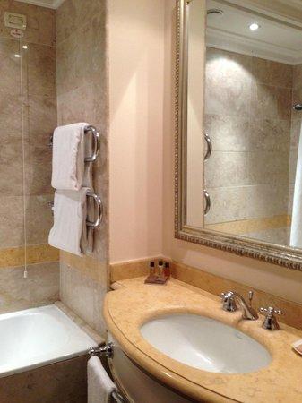 Mercure Catania Excelsior : salle de bain