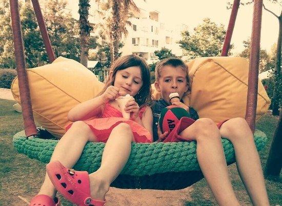 Real Bellavista Hotel & Spa: Kids enjoying the park :)