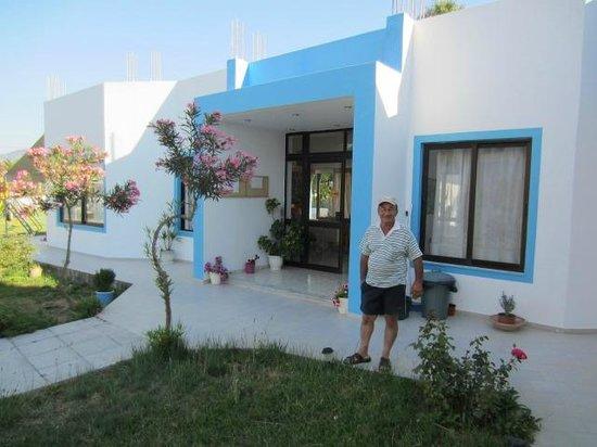 Anthia Apartments : Entrance with Giorgos