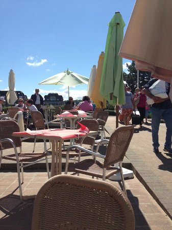 terrasse au soleil ou sous le parasol picture of chez patou deauville tripadvisor. Black Bedroom Furniture Sets. Home Design Ideas