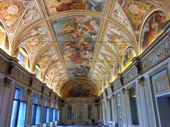 Panoramica stanza degli specchi palazzo ducale foto di for Stanza mantova