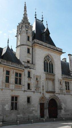 Palais Jacques Coeur : la facciata