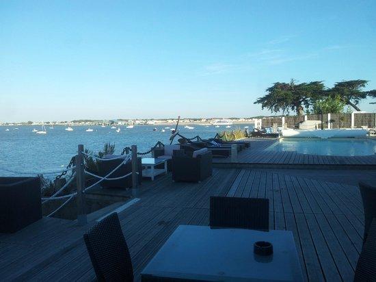 Hotel La Maison sur l'Eau: De la terrasse pour l'apéritif
