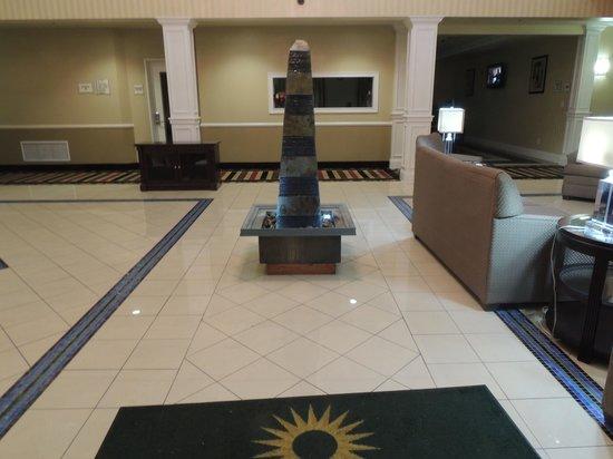 La Quinta Inn & Suites Bowling Green : Entrance to Lobby