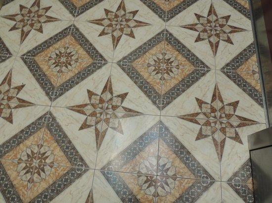 La Quinta Inn & Suites Bowling Green : Elevator flooring.