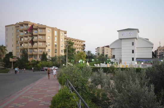 Konakli Nergis Butik Hotel: View to the hotel from the road