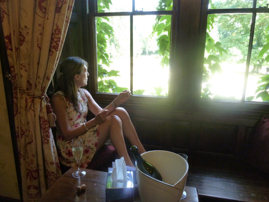 The Manor House Hotel and Golf Club: Holder's Mead window seat