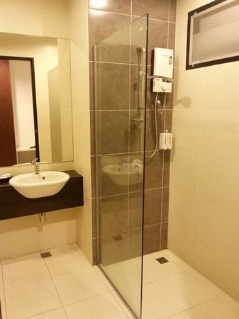 BS Residence Suvarnabhumi: The bathroom had no soap, only shampoo - check this before getting in the shower!