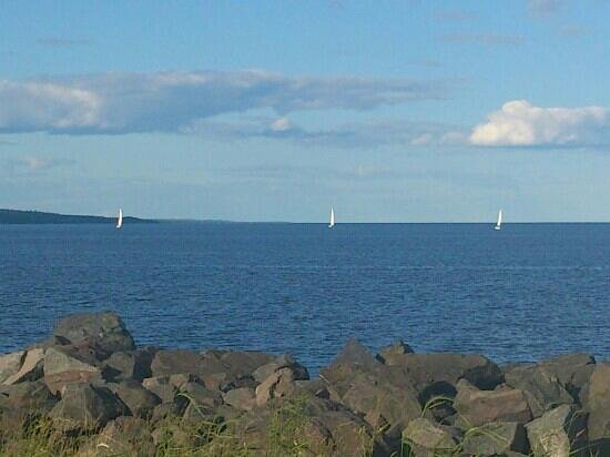 The Inn On Lake Superior: hotel view