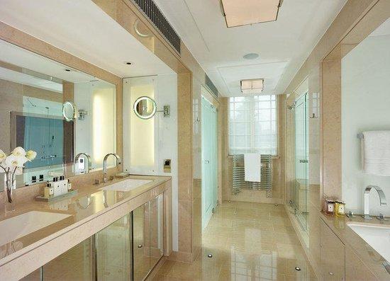 The Dorchester_Audley Suite bathroom