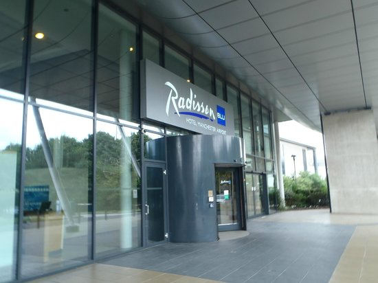 Radisson Blu Hotel, Manchester Airport: rear entrance